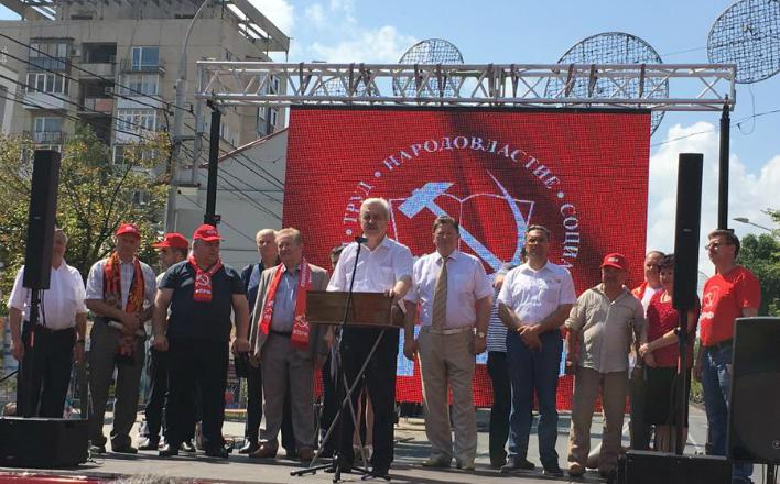 """«За честные выборы! Дадим по рукам политическим """"цапкам""""»! В Краснодаре прошел митинг КПРФ"""