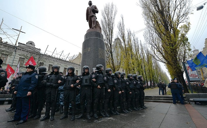 «Декоммунизация» — путь к фашизму