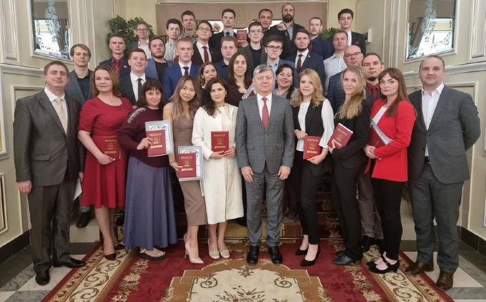 Дмитрий Новиков вручил дипломы слушателям 42-го потока Центра политической учебы ЦК КПРФ