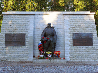 Усть-Луга мстит за «Бронзового солдата»