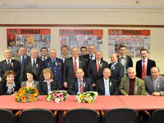 Геннадий Зюганов наградил ветеранов космической отрасли