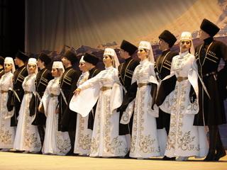 Ярким концертом народного творчества завершился форум коммунистов Юга России