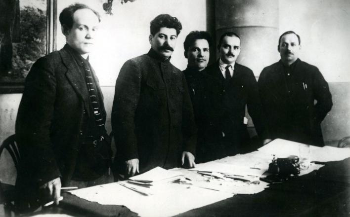 Сталин. Годы строительства и потрясений