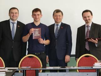 В Центре политической учебы ЦК КПРФ состоялось вручение дипломов