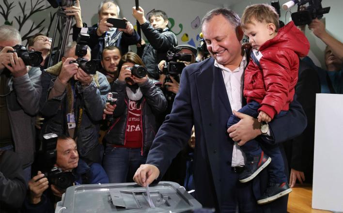 На выборах в Молдавии и Болгарии побеждают социалисты