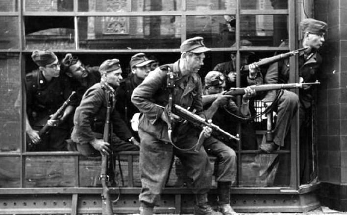 Варшавское восстание: Разгромить поляков немцам помогли ВВС США