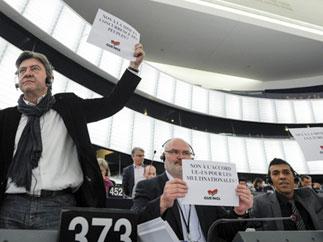 Европейские левые во главе с Ж.-Л.Меланшоном голосуют против договора о «Большом трансатлантическом рынке» в Европарламенте