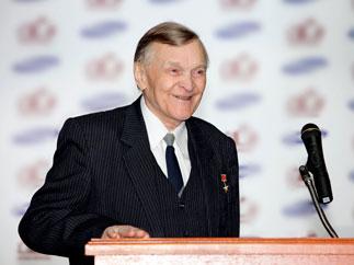 Поздравление Г.А. Зюганова писателю Ю.В. Бондареву