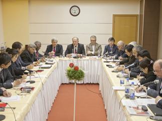 Коммунисты разных стран мира встретились за круглым столом в Москве