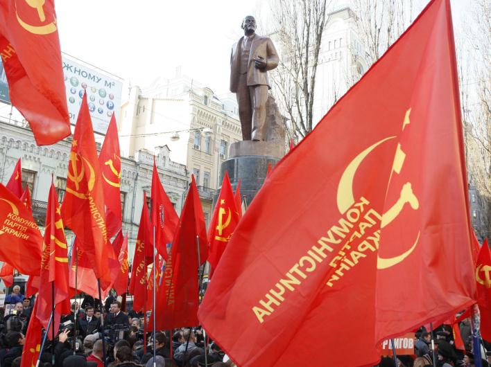 Cтреляли в коммунизм, а попали в Украину