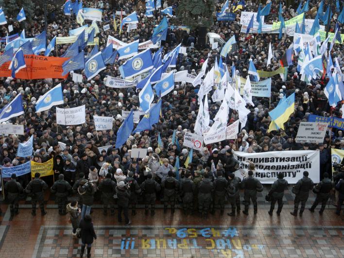 Киевляне митингуют против фашистской хунты