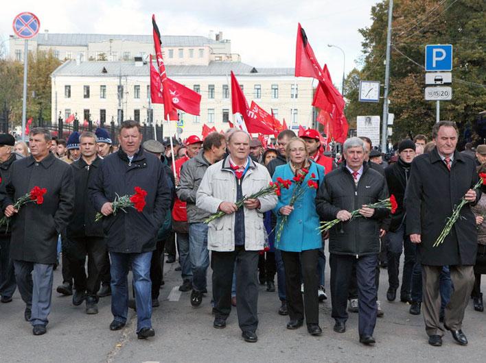 В Москве прошли митинг и шествие памяти событий октября 1993 года