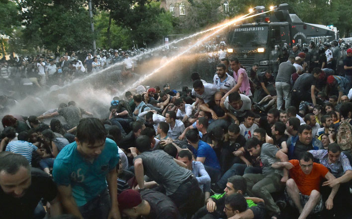 Массовые беспорядки в Ереване