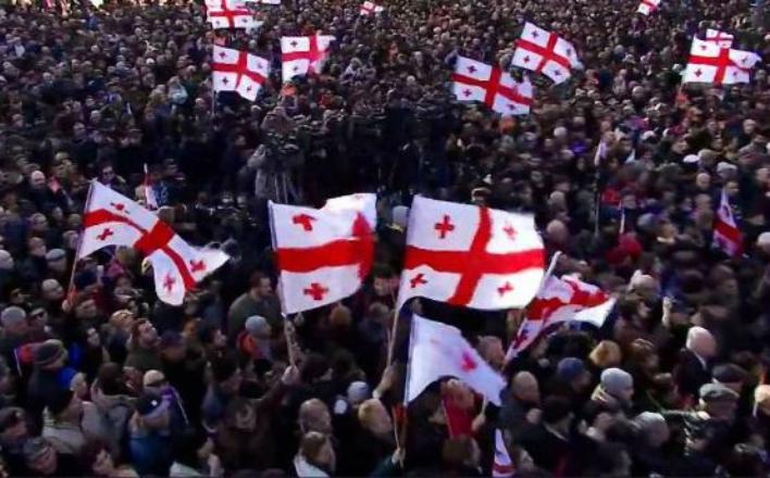 В Тбилиси оппозиция пикетирует парламент