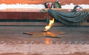 23 февраля в честь Дня Советской Армии и Военно-Морского Флота КПРФ проведёт в Москве согласованную встречу с депутатами и возложение венков и цветов к могиле Неизвестного солдата