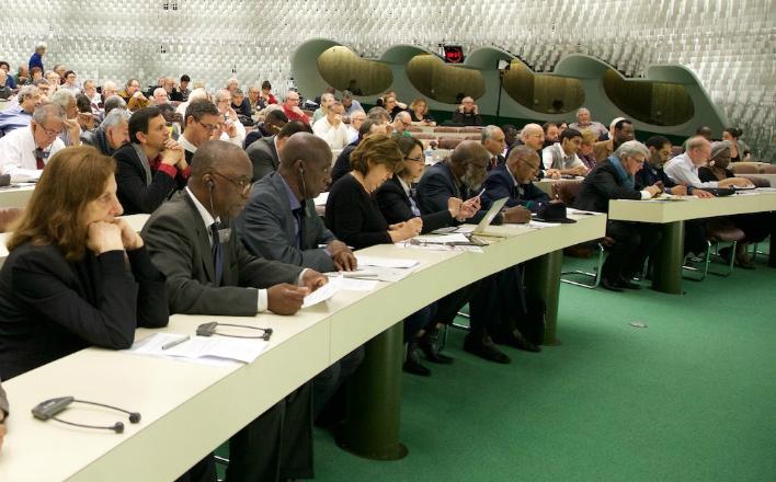 В бастующем Париже прошла международная конференция коммунистических и левых партий